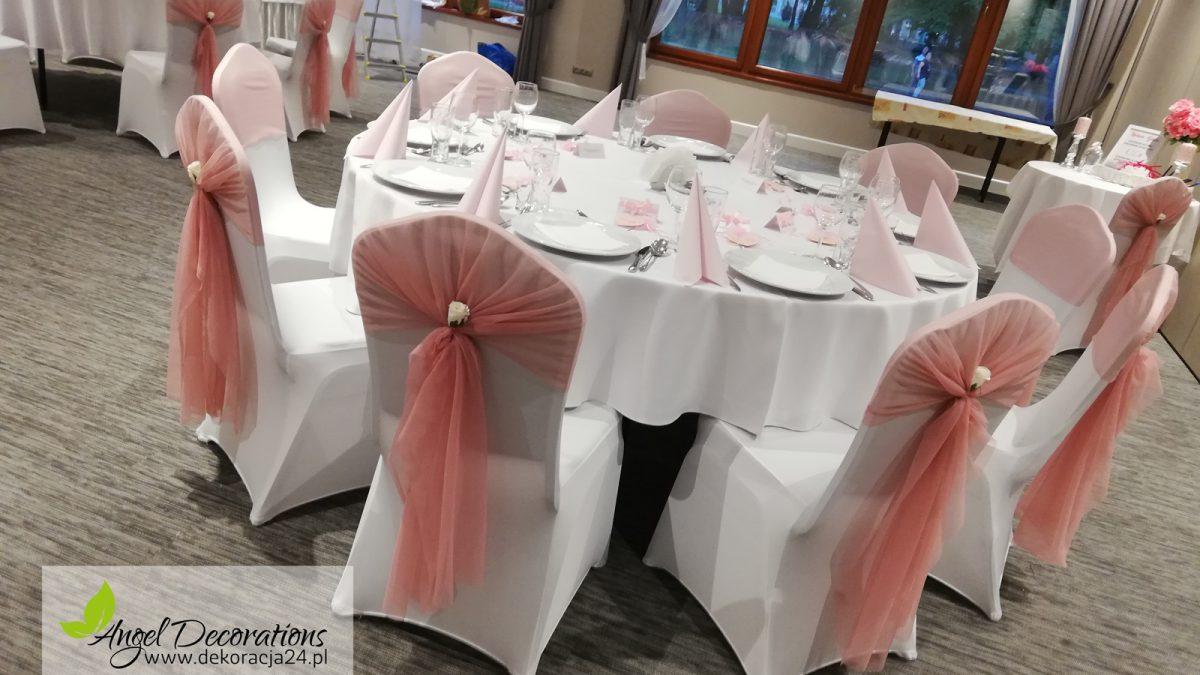pokrowce-ozdoby-stolik