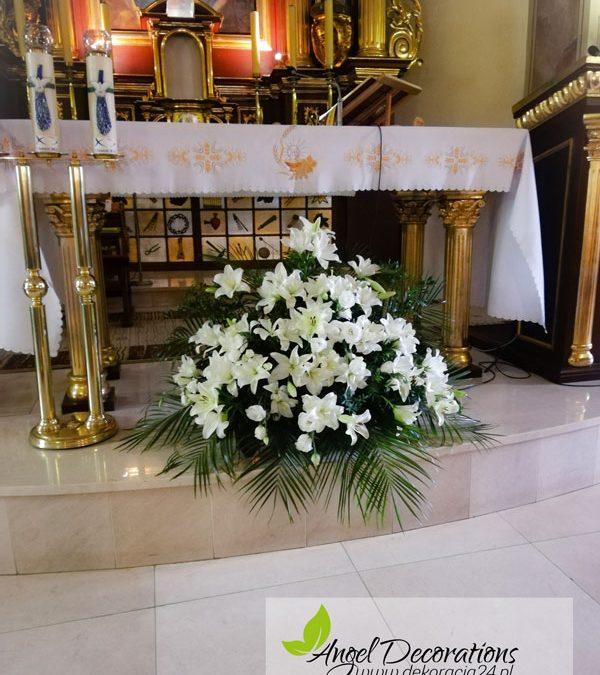 dekoracje-oltarz-kwiaty-AgnelDecorations-wypozyczalnia-dekoracji-krakow