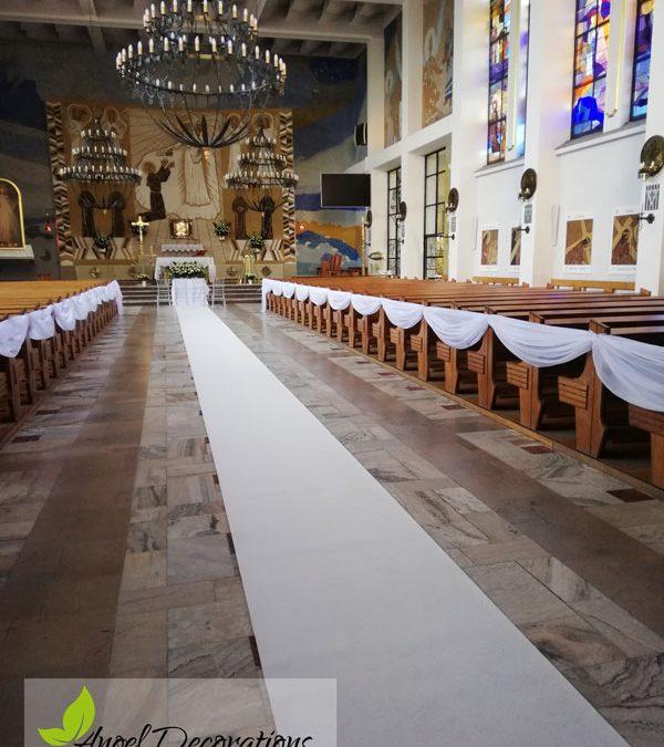 kosciol-dekoracje-bialy-dywan-AngelDecorations-Krakow