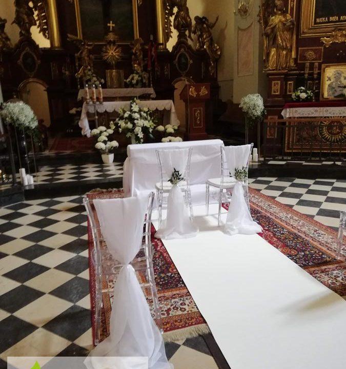kosciol-stolki-pokrowce-kwiaty-wstazki-dekoracja-angeldecorations-wypozyczalnia