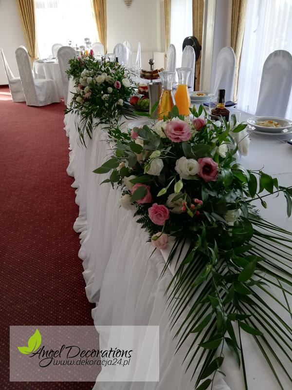 stol-kwaity-bukiety-pokrowce-AgnelDecorations-wypozyczalnia-dekoracji-krakow